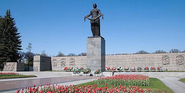 Памятники из зелёного гранита 2 Площадь Мужества изготовление памятников омск 2018